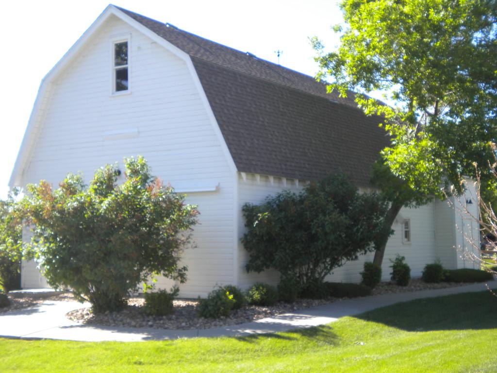 old barn (available for neighborhood usage?)