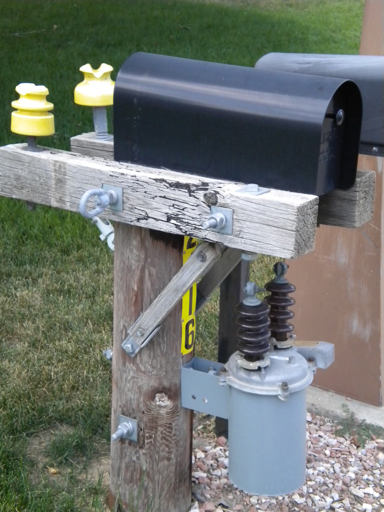 Electrical mailbox