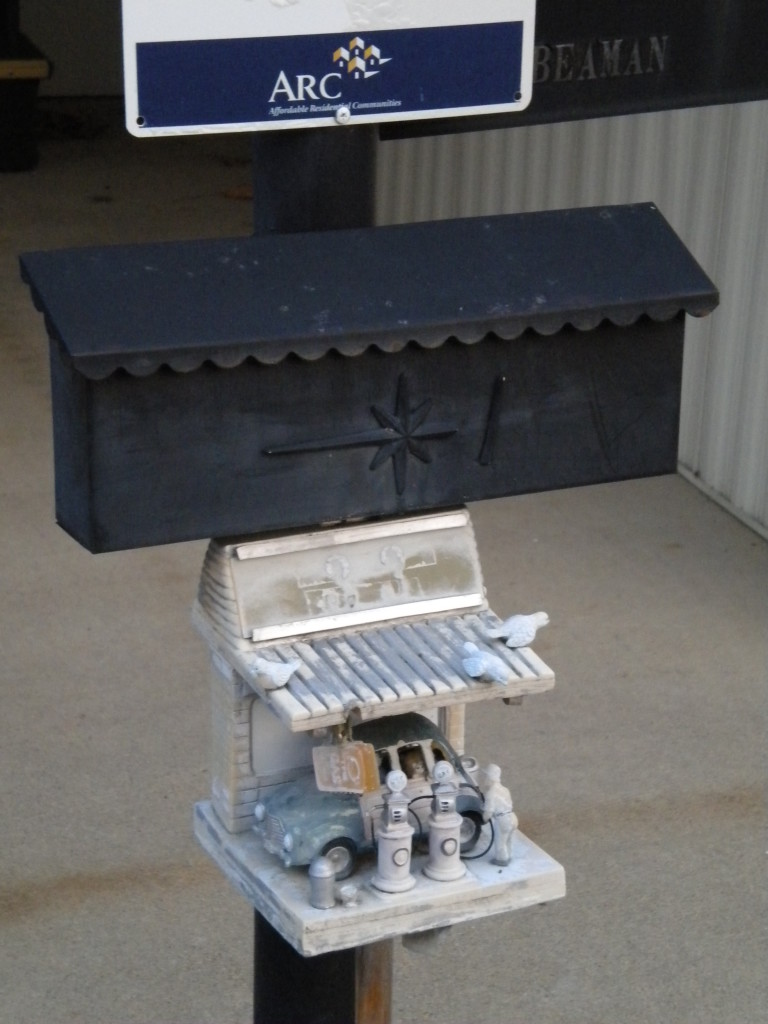 Mailbox with mini-service-station