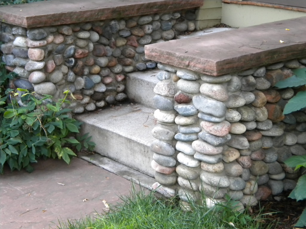 bubble rock entryway