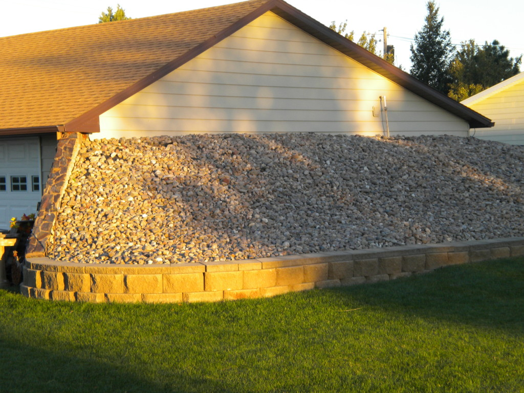 rocks against the house (energy conserving??)