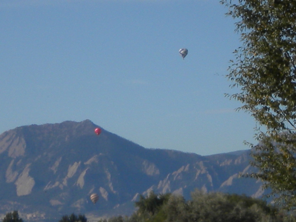 three balloons to the west