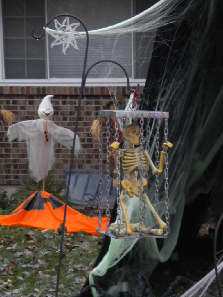 another swinging skeleton